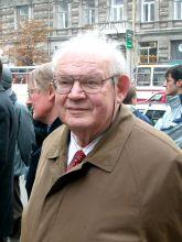 IN MEMORY OF BENOIT MANDELBROT: 1924 - 2010 IN MEMORY OF BENOIT MANDELBROT: 1924 - 2010